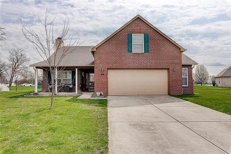 911 Sheets Court Greenfield IN 46140 | MLS 21704402 | photo 1
