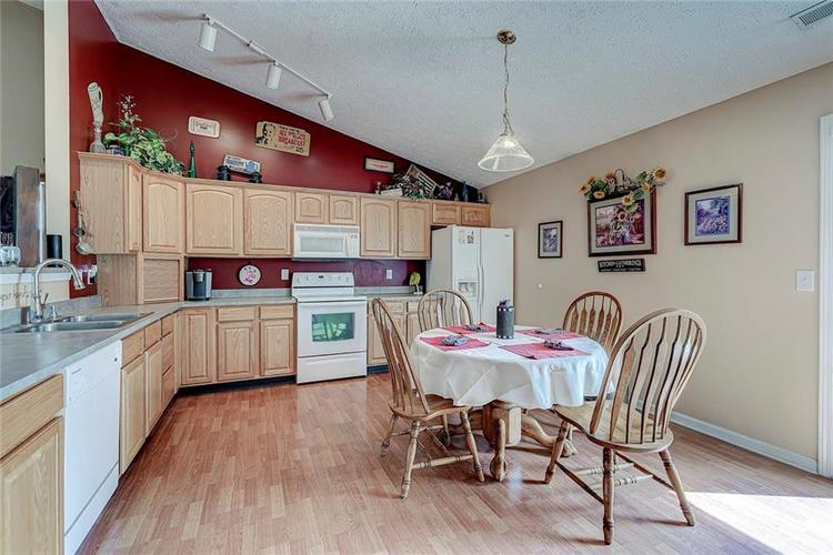 911 Sheets Court Greenfield IN 46140 | MLS 21704402 | photo 14
