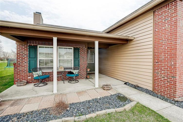 911 Sheets Court Greenfield IN 46140 | MLS 21704402 | photo 2