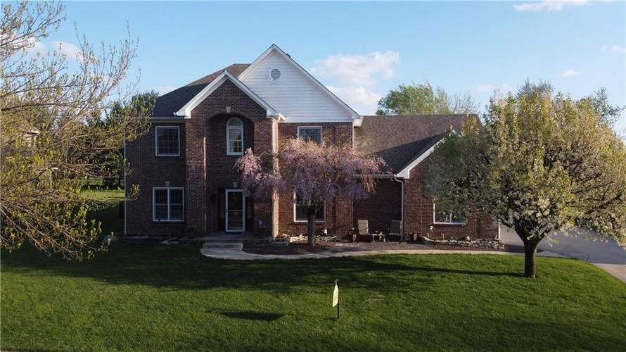 3865 Highland Park Drive Greenwood IN 46143   MLS 21704884   photo 1