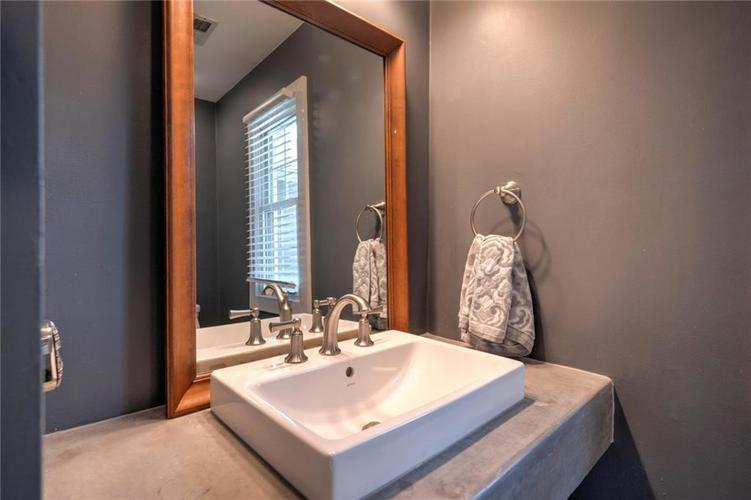 1110 Kings Court Indianapolis IN 46260 | MLS 21705851 | photo 22