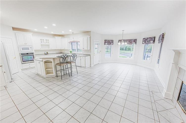 8934 SUMMER ESTATE Drive Indianapolis IN 46256   MLS 21706073   photo 11