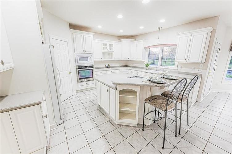 8934 SUMMER ESTATE Drive Indianapolis IN 46256   MLS 21706073   photo 12