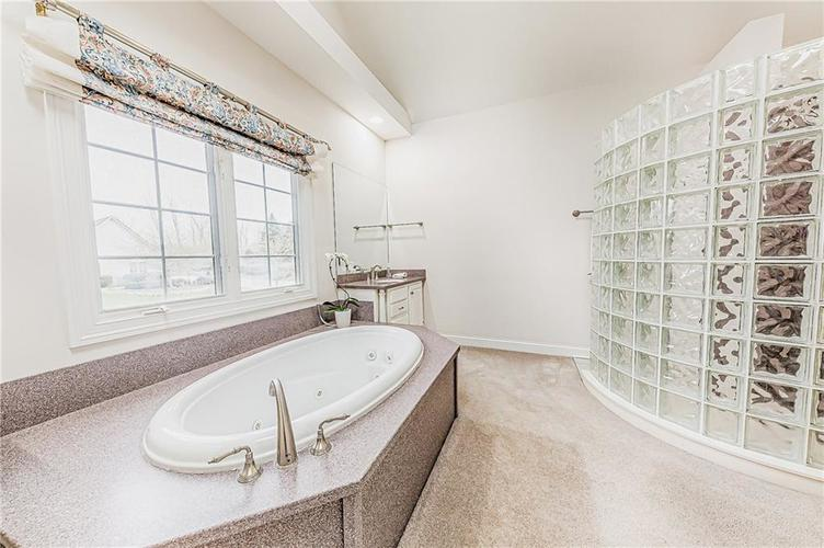 8934 SUMMER ESTATE Drive Indianapolis IN 46256   MLS 21706073   photo 21