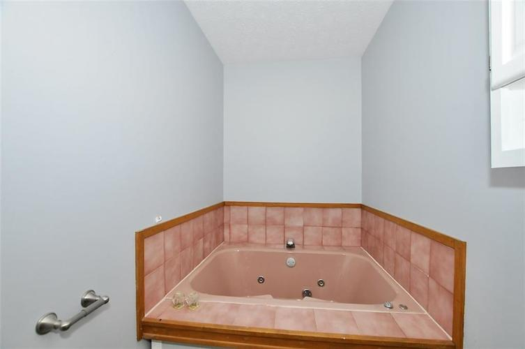 000 Confidential Ave.Indianapolis IN 46241 | MLS 21706141 | photo 3