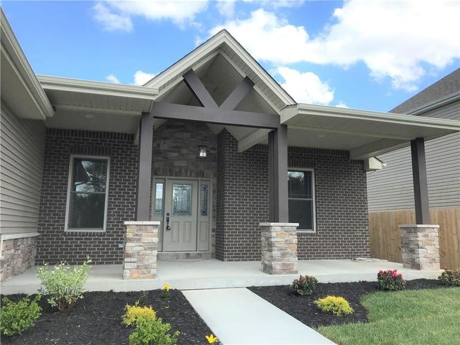 2961 Daylily Drive Columbus IN 47201 | MLS 21706485 | photo 2