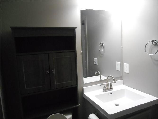 532 Carlyle Place Indianapolis IN 46201 | MLS 21707017 | photo 11