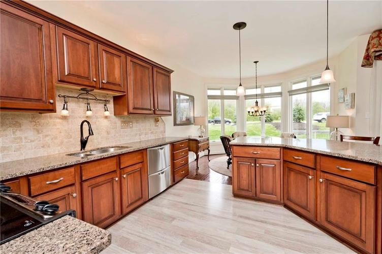 6707 Knollcreek Drive Indianapolis IN 46256 | MLS 21707076 | photo 12