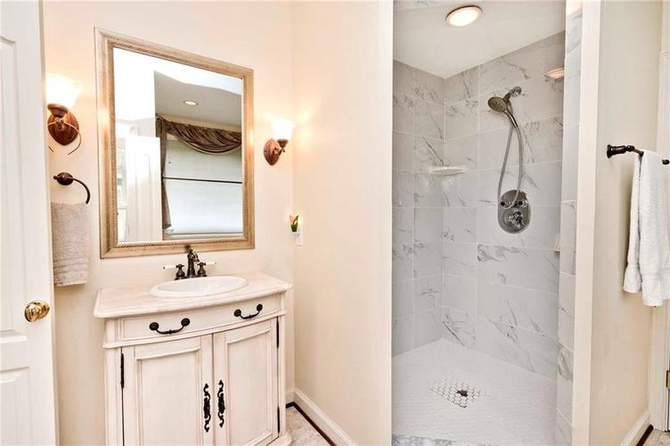 6707 Knollcreek Drive Indianapolis IN 46256 | MLS 21707076 | photo 17
