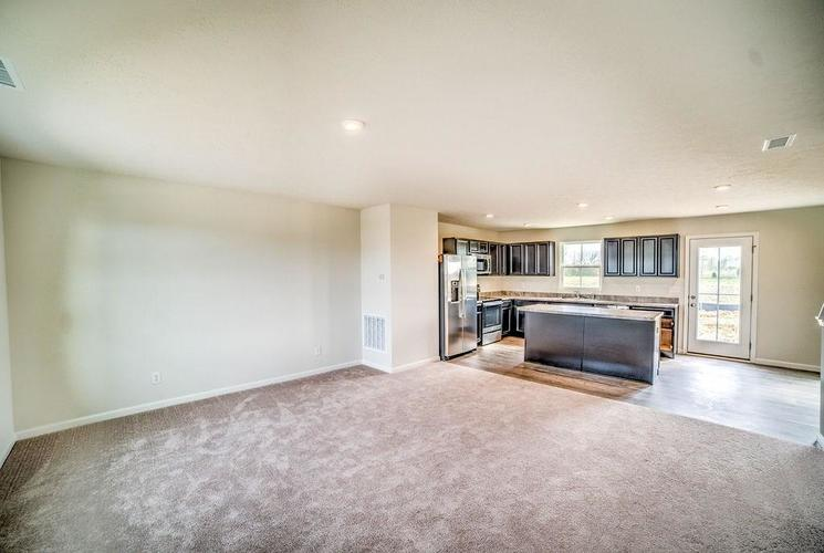 7063 Mardenis Drive S Camby IN 46113 | MLS 21707096 | photo 3