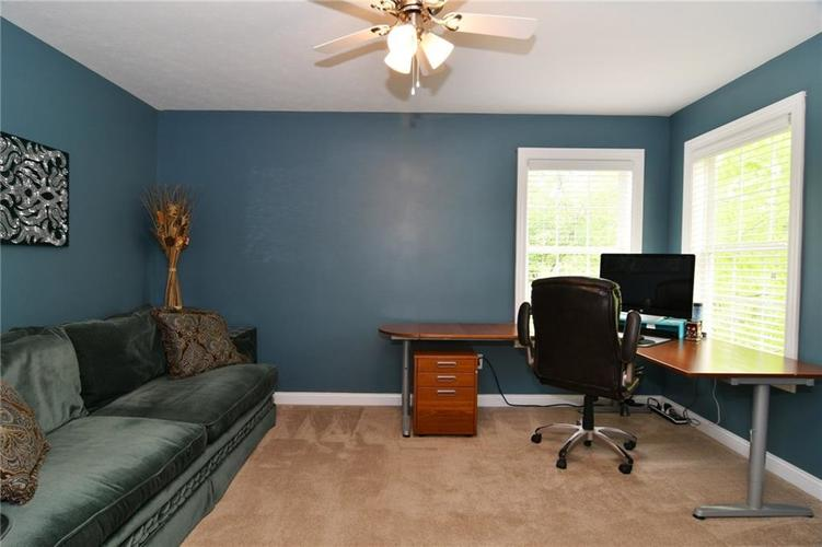 7621 Black Walnut Drive Avon IN 46123 | MLS 21707410 | photo 20