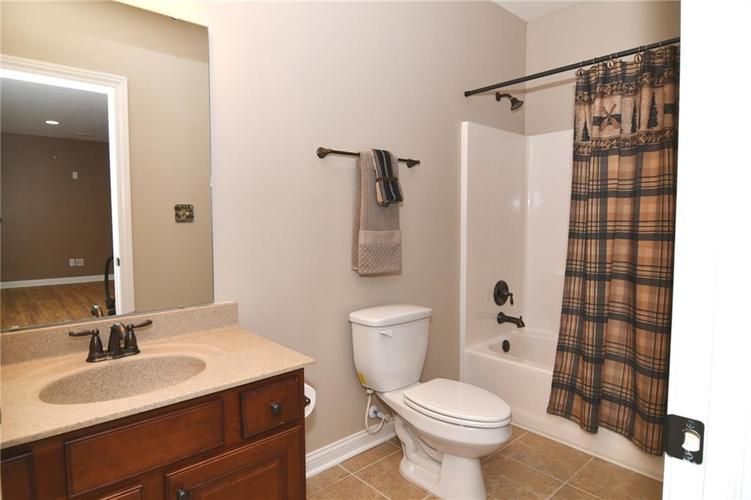 7621 Black Walnut Drive Avon IN 46123 | MLS 21707410 | photo 25