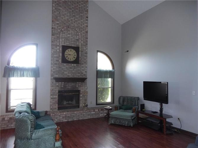 11860 Shannon Pointe Road Indianapolis IN 46229 | MLS 21707487 | photo 2