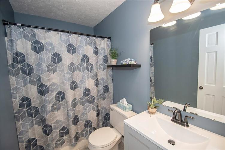 6731 Sextant Drive Indianapolis IN 46260 | MLS 21707498 | photo 38