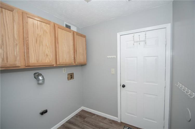6731 Sextant Drive Indianapolis IN 46260 | MLS 21707498 | photo 40