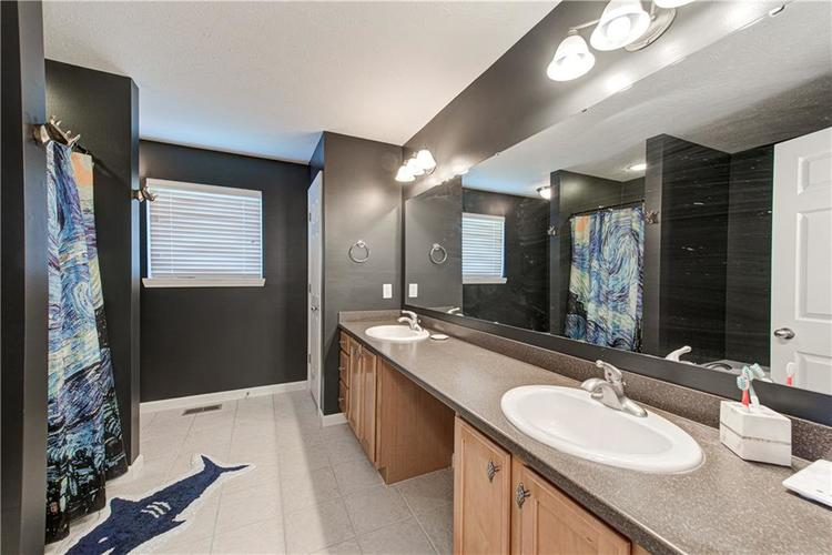 6552 Reserve Drive Indianapolis IN 46220 | MLS 21707669 | photo 28