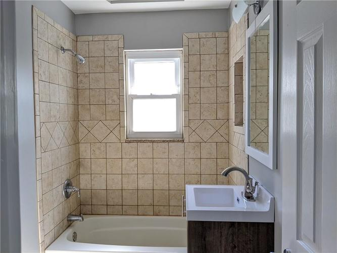 6822 E 46TH Street Lawrence  IN 46226 | MLS 21707963 | photo 11