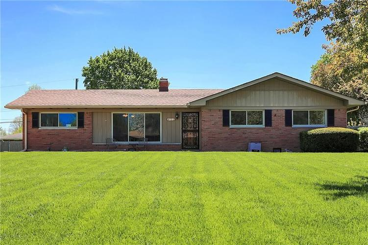 8125 E 12th Street Indianapolis IN 46219   MLS 21708079   photo 1
