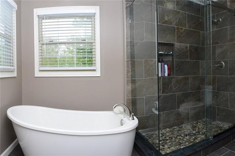 12018 Glen Cove Drive Indianapolis IN 46236 | MLS 21708155 | photo 27