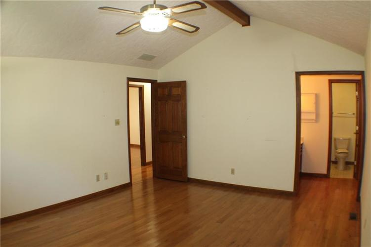 1958 Inverness Place Greenwood IN 46143 | MLS 21708242 | photo 10