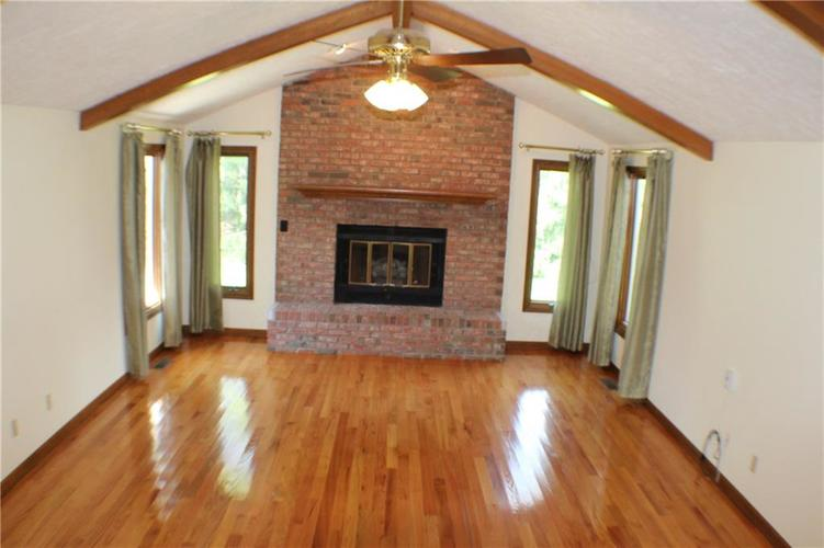 1958 Inverness Place Greenwood IN 46143 | MLS 21708242 | photo 5