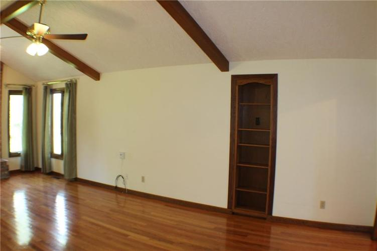 1958 Inverness Place Greenwood IN 46143 | MLS 21708242 | photo 6