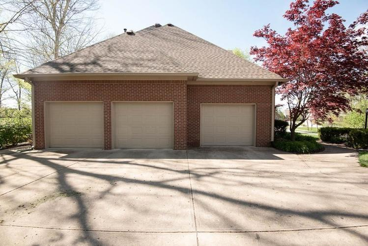 3274 Highpoint Court Greenwood IN 46143 | MLS 21708243 | photo 4
