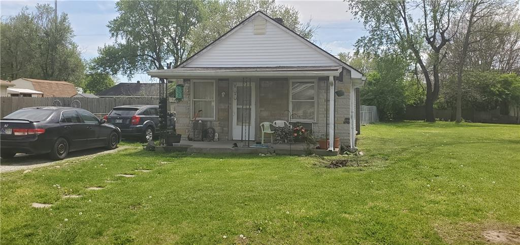 741 Martin Street Indianapolis IN 46227 | MLS 21708254 | photo 2