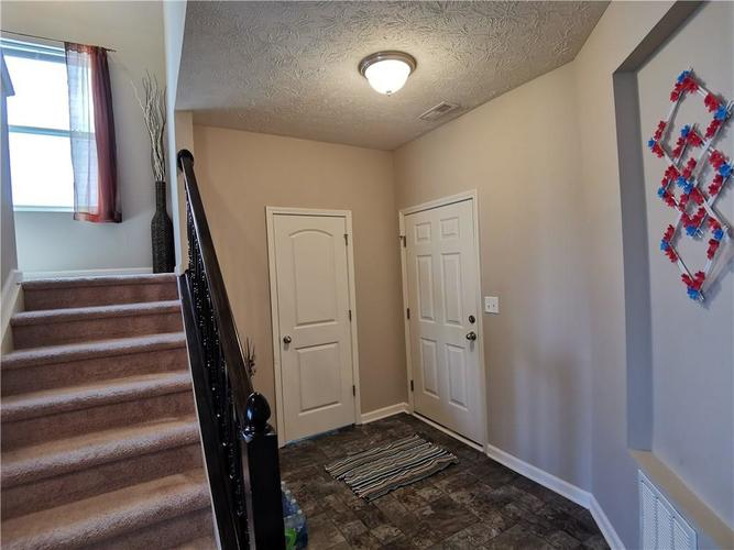 2428 Shadow Bend Drive Columbus IN 47201 | MLS 21708320 | photo 27