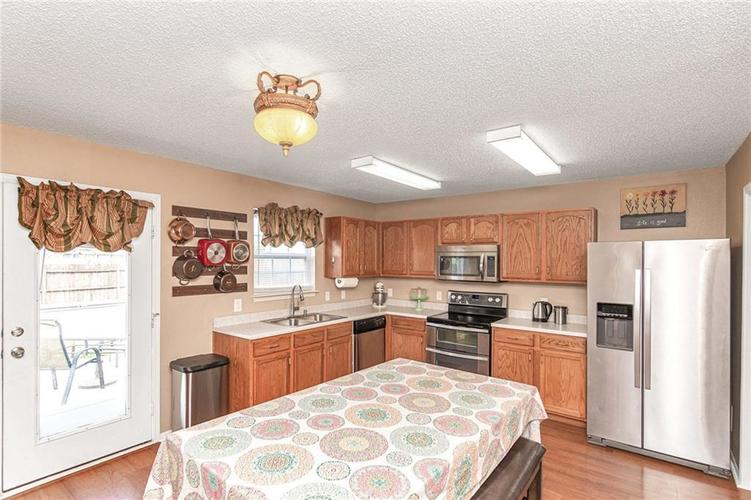 8724 BLOOMING GROVE Drive Camby IN 46113 | MLS 21708382 | photo 11