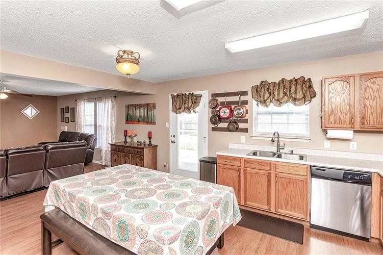 8724 BLOOMING GROVE Drive Camby IN 46113 | MLS 21708382 | photo 13