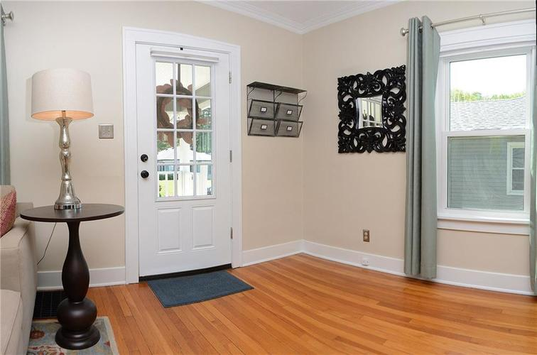 6042 Kingsley Drive Indianapolis IN 46220 | MLS 21708573 | photo 3