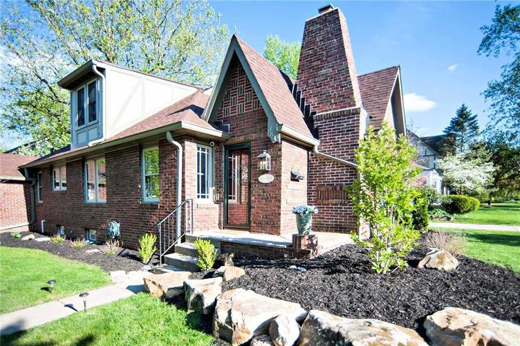 381 N Bolton Avenue Indianapolis IN 46219 | MLS 21708906 | photo 1