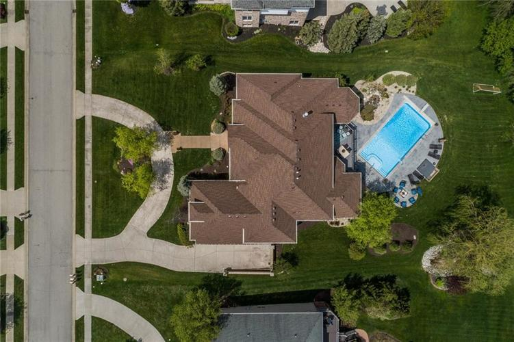 13723 Coldwater Drive Carmel IN 46032 | MLS 21709155 | photo 4