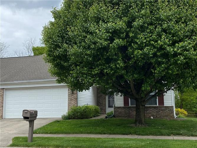 5413 Spring Creek Circle Indianapolis IN 46254 | MLS 21709302 | photo 2