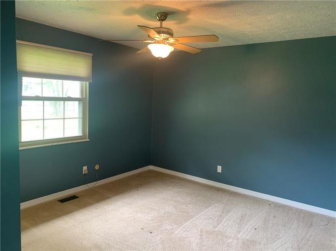 8909 Depot Drive Indianapolis IN 46217 | MLS 21709361 | photo 15