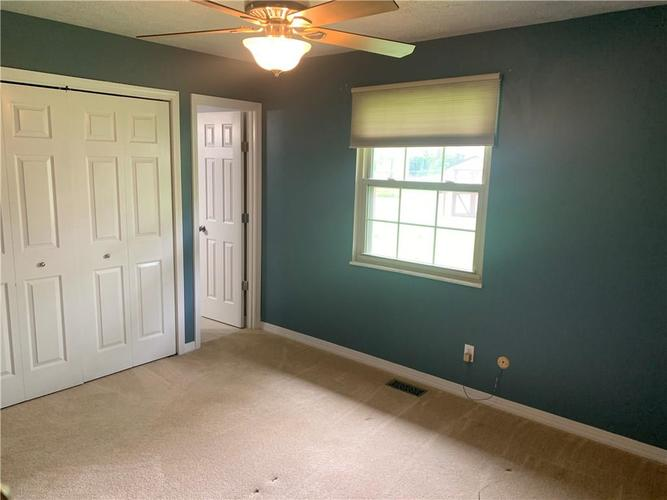 8909 Depot Drive Indianapolis IN 46217 | MLS 21709361 | photo 16