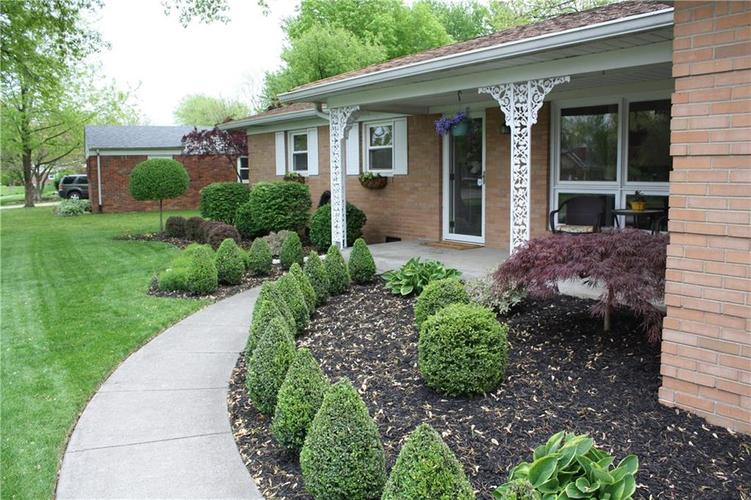 6801 Castle Manor Drive Indianapolis IN 46214 | MLS 21709374 | photo 2