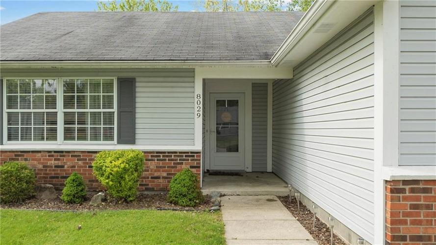 8029 CHRISTIANA Way Indianapolis IN 46256 | MLS 21709423 | photo 2