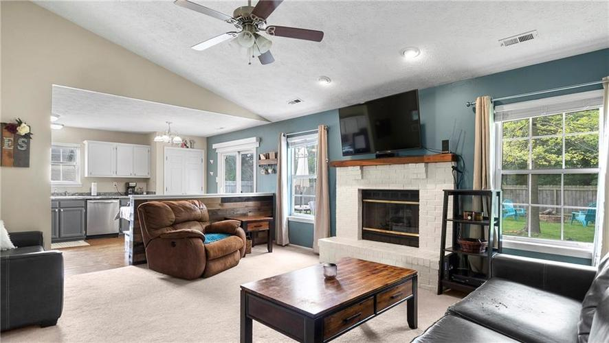 8029 CHRISTIANA Way Indianapolis IN 46256 | MLS 21709423 | photo 4