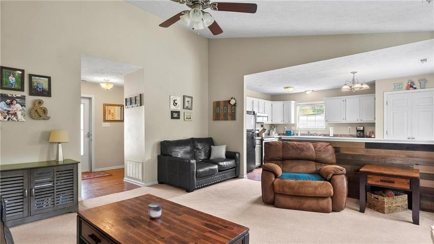 8029 CHRISTIANA Way Indianapolis IN 46256 | MLS 21709423 | photo 6