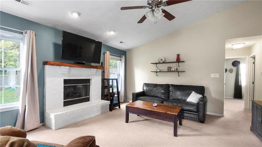 8029 CHRISTIANA Way Indianapolis IN 46256 | MLS 21709423 | photo 7