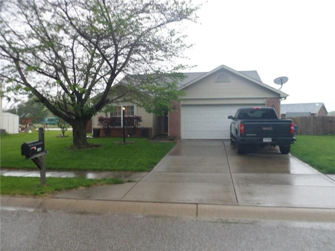5338 CLAYBROOKE Drive Indianapolis IN 46221   MLS 21709528   photo 1
