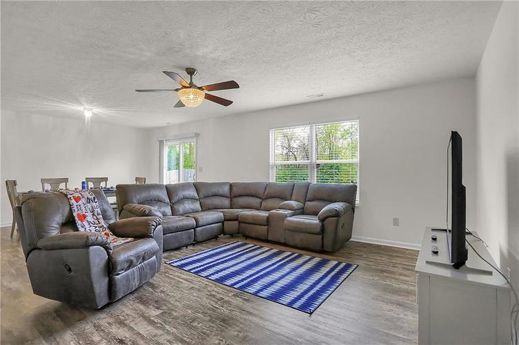 3726 Boundary Bay Drive Indianapolis IN 46217 | MLS 21709581 | photo 6