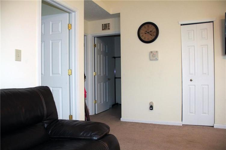 5161 Gray Wood Court Indianapolis IN 46235 | MLS 21709619 | photo 11