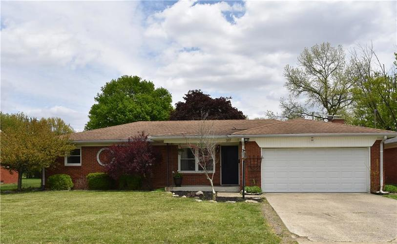 317 Roosevelt Drive Greenfield IN 46140 | MLS 21709627 | photo 1