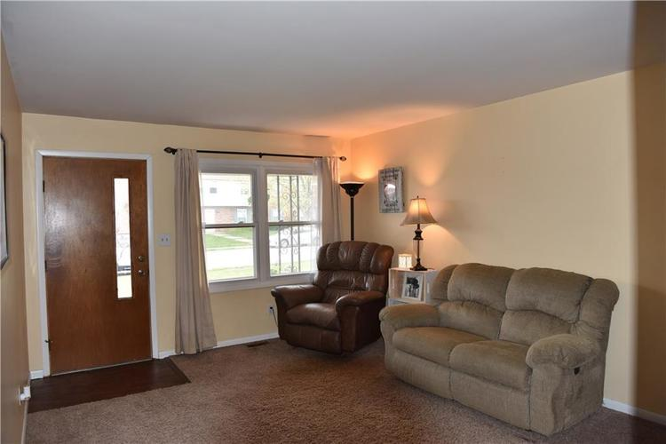 317 Roosevelt Drive Greenfield IN 46140 | MLS 21709627 | photo 3