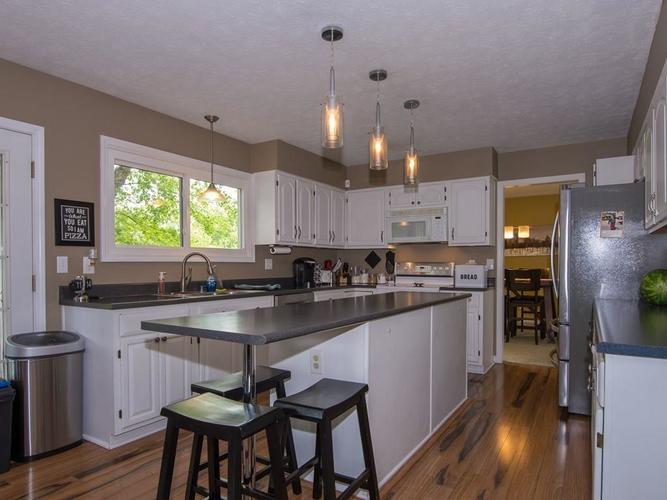 1120 KEENELAND Court Indianapolis IN 46280 | MLS 21709631 | photo 12