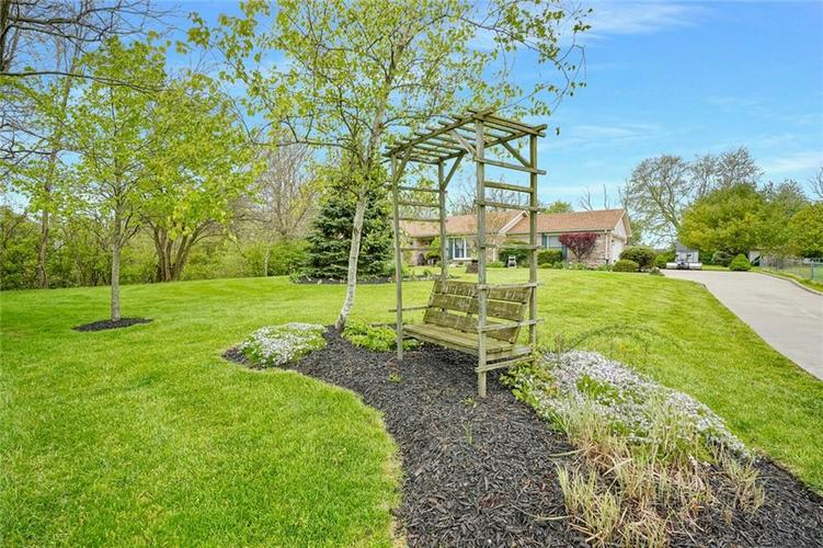 12617 Walrond Road Fishers IN 46037 | MLS 21709652 | photo 3