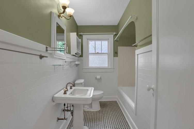 6208 Central Avenue Indianapolis IN 46220 | MLS 21709684 | photo 26
